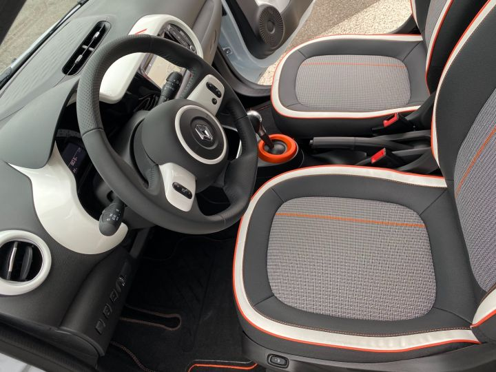 Renault Twingo ZE SERIE LIMITEE VIBES - 6